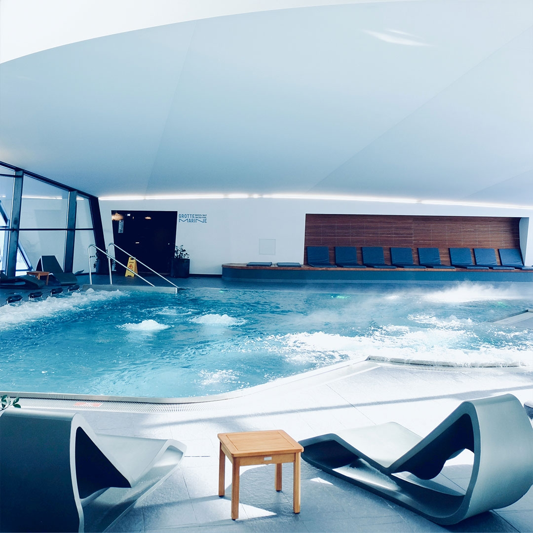 Aquawellness entrance relax duo solo jaccuzzi weelbeing hammam indoor out door salty cave aquamotion courchevel