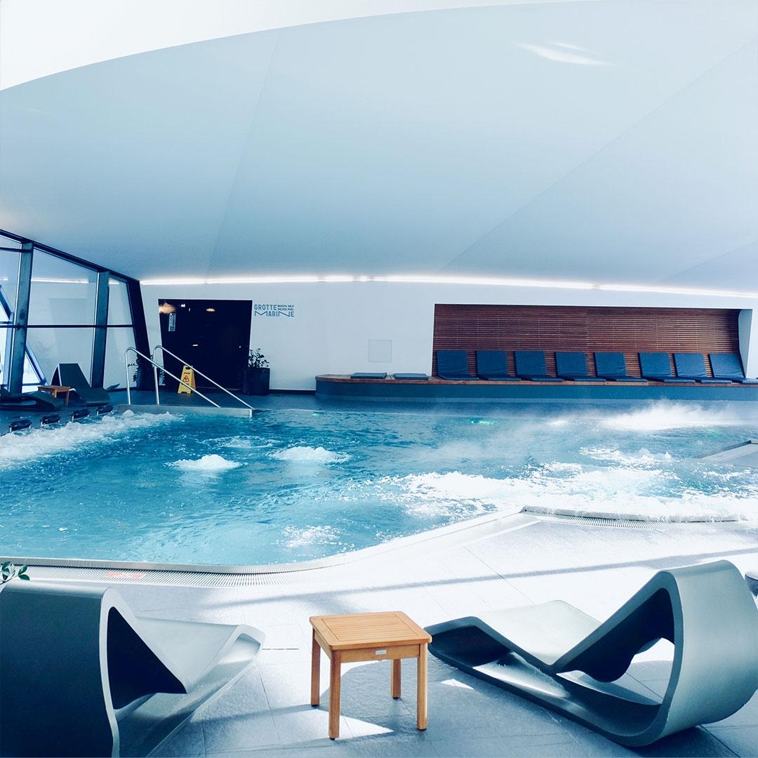 Entrée aquawellness détente se ressourcer duo solo jacuzzi sauna hammam intérieur extérieur grotte