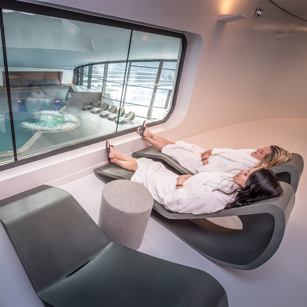 Hydro massage under dome courchevel aquamotion spa&balnéo relaxation hydrotherapy essential oil